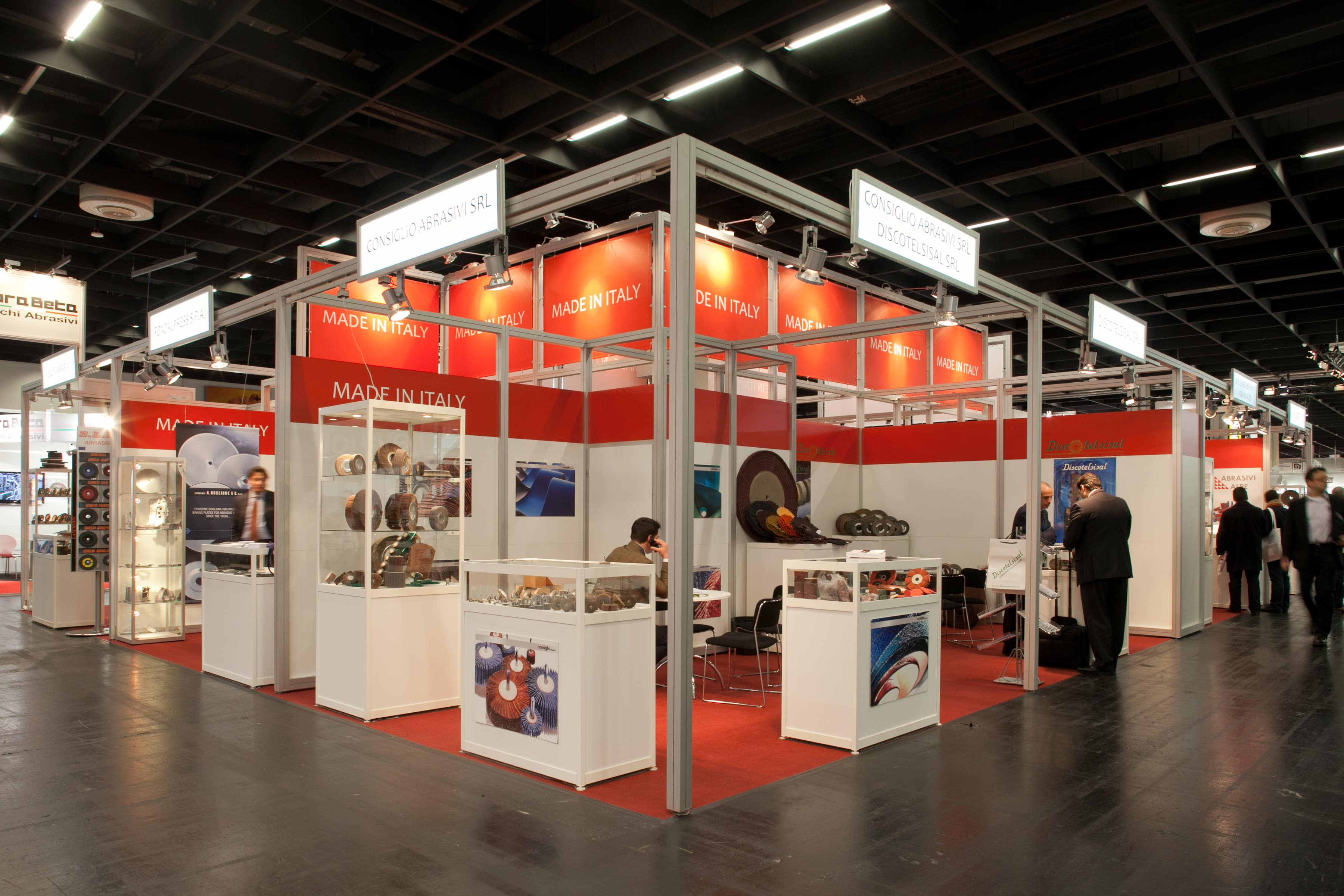 Group stand type C: Eye-catching stand construction with an imposing distant effect.